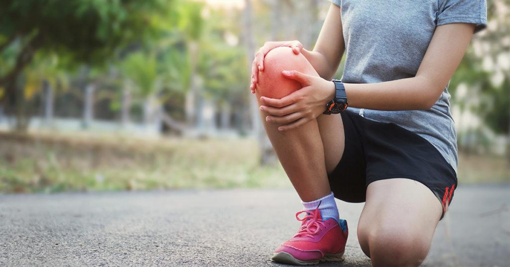 Bolečina v kolenu nastane zaradi številnih vzrokov, najpogosteje pa se kaže v obliki nekaterih posameznih preobremenitvenih sindromov